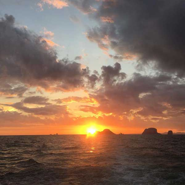 catamaran-sunset-cruise-andaman-4-islands-ao-nang-railay-beach-chicken-island-krabi-5