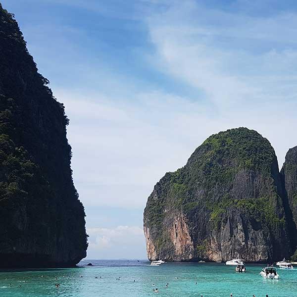 one-day-trip-phi-phi-island-maya-bay-bamboo-island-deluxe-service-speed-boat-phuket-2