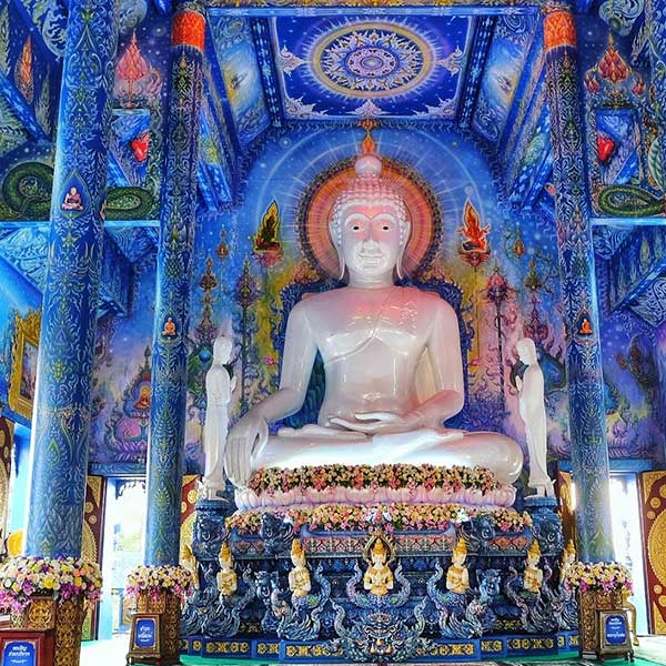 chiang-mai-day-trip-white-temple-chiang-rai-black-house-blue-temple-2