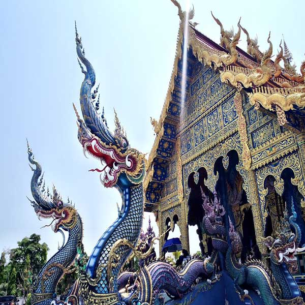chiang-mai-day-trip-white-temple-chiang-rai-black-house-blue-temple