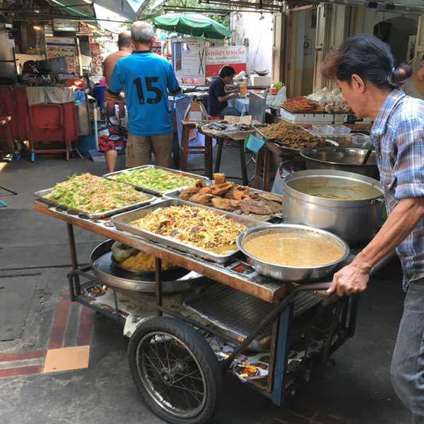 bangkok-real-thai-expereinces-cooking-real-pad-thai-with-a-street-food-4