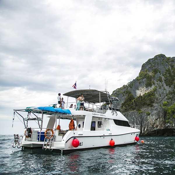 one-day-trip-phiphi-maya-maiton-island-sunset-cruise-power-catamaran-phuket-6