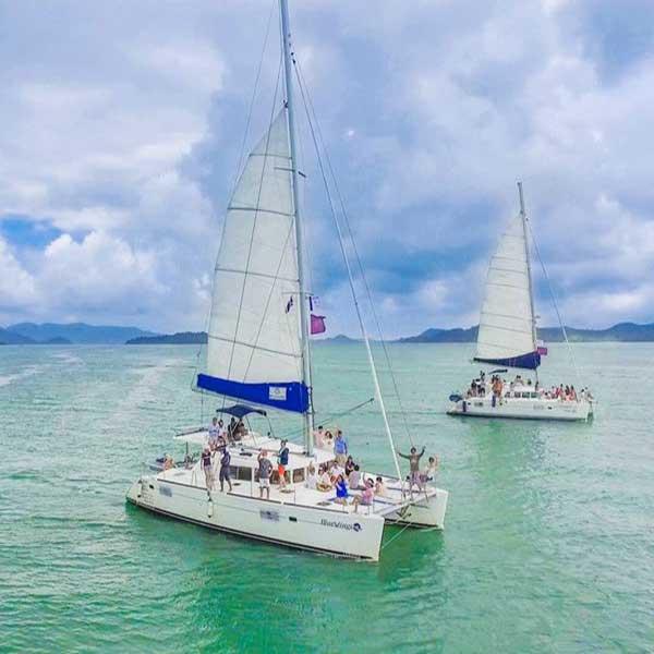 saliing-catamaran-maiton-island-seeking-dolphin-boutique-seafeast-phuket-4