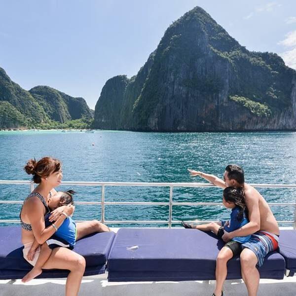 full-day-trip-premium-phi-phi-island-khai-island-by-catamaran-3