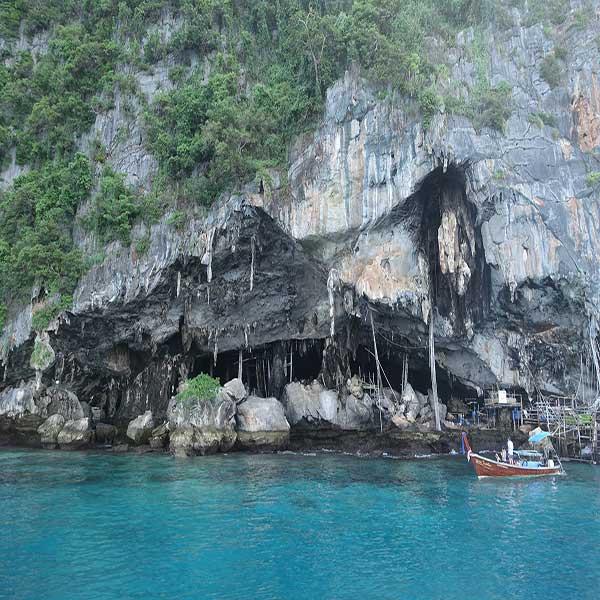 half-day-trip-phi-phi-island-maya-bay-monkey-beach-phuket-speedboat-3