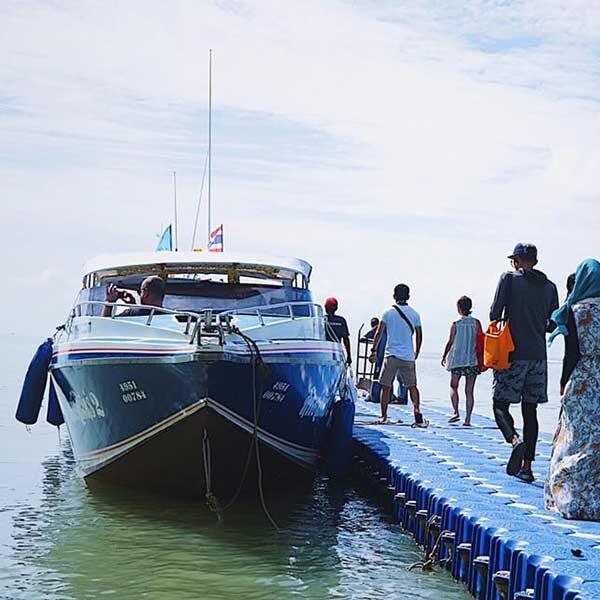 half-day-trip-phi-phi-island-maya-bay-monkey-beach-phuket-speedboat-4