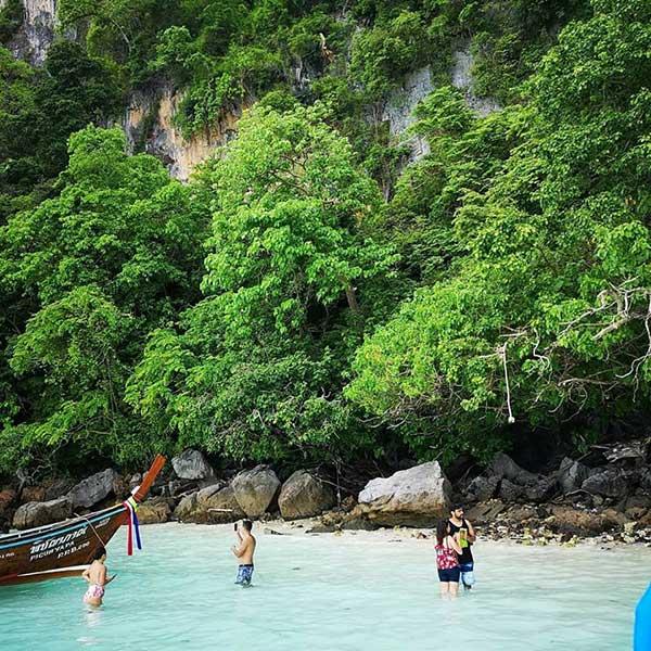 half-day-trip-phi-phi-island-maya-bay-monkey-beach-phuket-speedboat-5