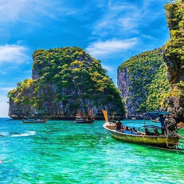 sunrise-trip-phi-phi-island-bamboo-island-by-speedboat-3