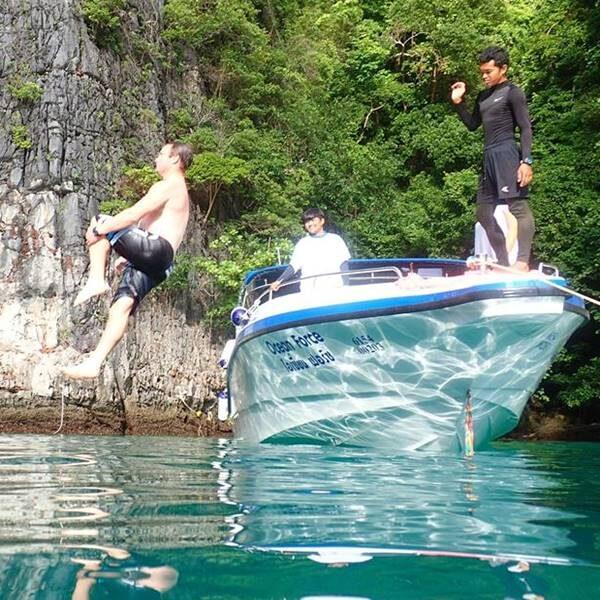 sunrise-trip-phi-phi-island-bamboo-island-by-speedboat-4