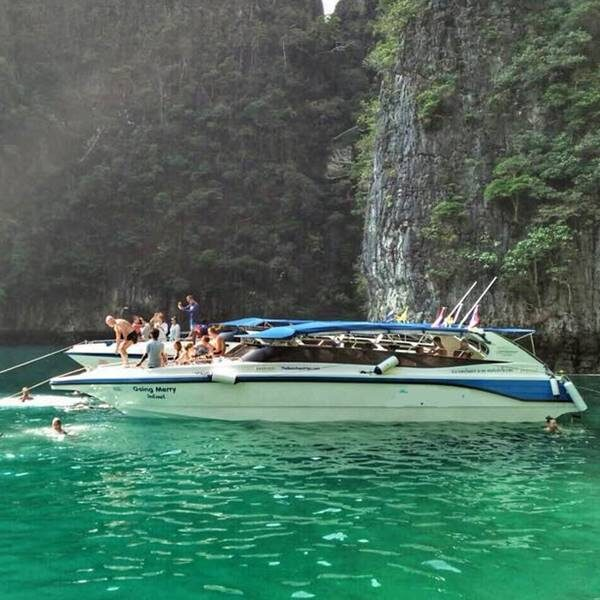 sunrise-trip-phi-phi-island-bamboo-island-by-speedboat-7