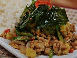 phuket-kathu-thai-cooking-school-minced-chicken-with-spicy-basil