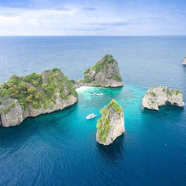phuket-day-trip-premium-services-koh-rok-koh-haa-speedboat-2
