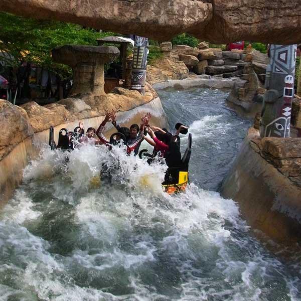 bangkok-theme-park-family-fun-filed-entertaining-tour-dream-world-anniversary