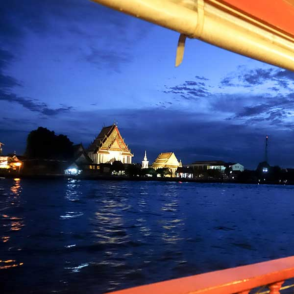 thai-style-dinner-along-chao-phraya-river-wan-fah-dinner-cruise-bangkok-sightseeing-3