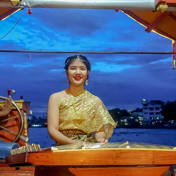 thai-style-dinner-along-chao-phraya-river-wan-fah-dinner-cruise-bangkok-sightseeing-5