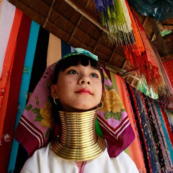 amazing-holiday-city-tour-chiang-mai-chiang-rai-long-neck-white-temple-3