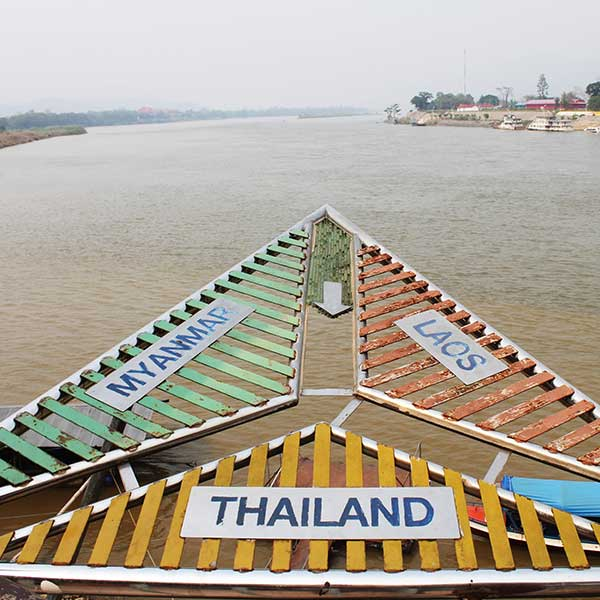 amazing-holiday-city-tour-chiang-mai-chiang-rai-long-neck-white-temple-4
