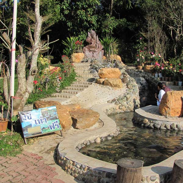 amazing-holiday-city-tour-chiang-mai-chiang-rai-long-neck-white-temple