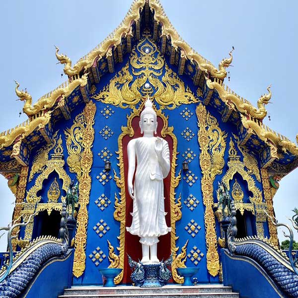 chiang-mai-day-trip-white-temple-chiang-rai-black-house-blue-temple-3