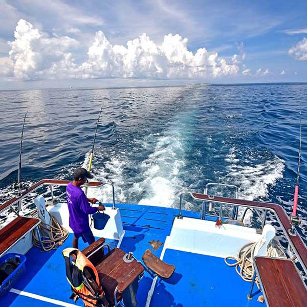 one-day-activities-trip-fishing-and-trolling-coral-island-phuket-5