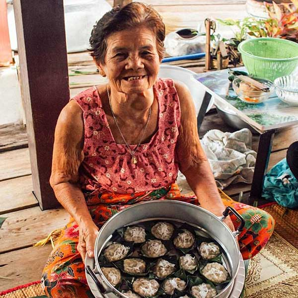day-trip-tour-see-floating-market-life-bangkok-tours-thailand-7