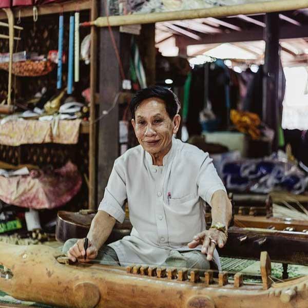 day-trip-tour-see-real-thai-experience-hidden-mon-community-bangkok-2