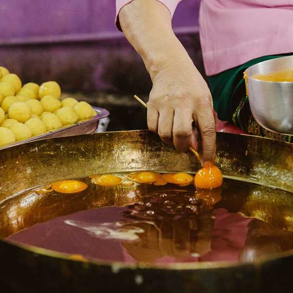 day-trip-tour-see-real-thai-experience-hidden-mon-community-bangkok-3