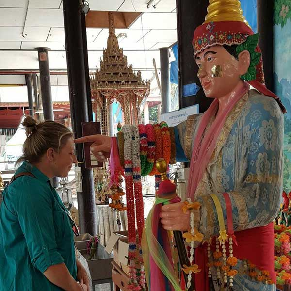 day-trip-tour-see-real-thai-experience-hidden-mon-community-bangkok-6
