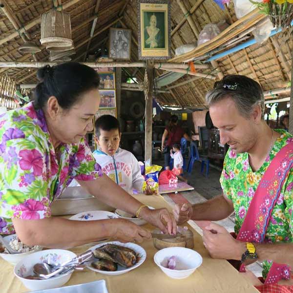 day-trip-tour-see-real-thai-experience-hidden-mon-community-bangkok-7