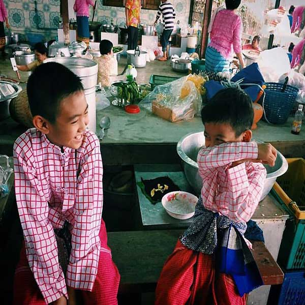 day-trip-tour-see-real-thai-experience-hidden-mon-community-bangkok-8