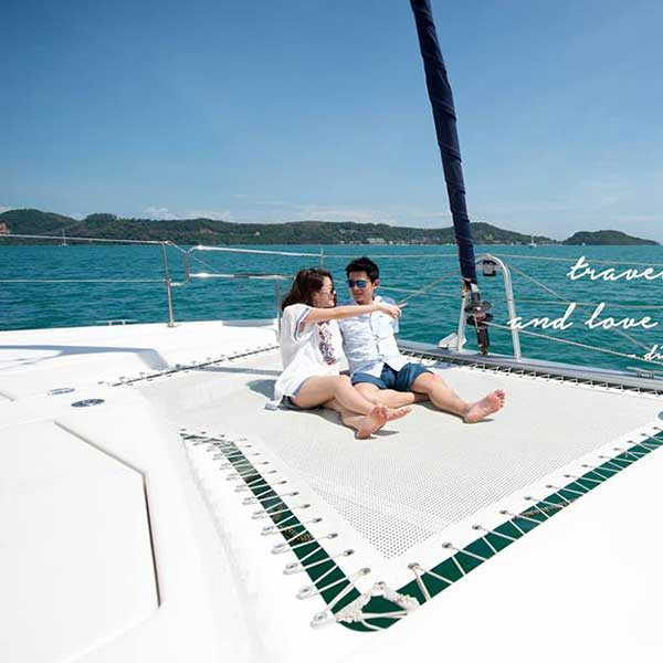 saliing-catamaran-maiton-island-seeking-dolphin-boutique-seafeast-phuket-3