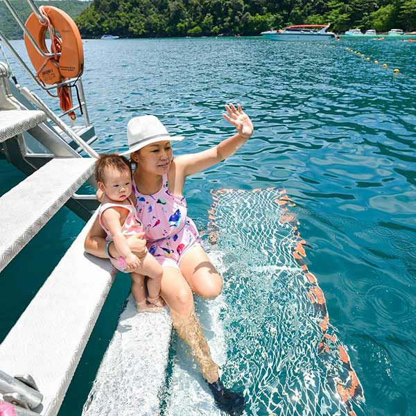sawasdee-phi-phi-islands-khai-nok-island-premium-catamaran-phuket-thailand-5