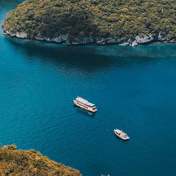 Angthong-National-Marine-Park-by-big-boat