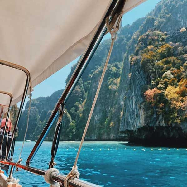 Full-day-trip-Phi-Phi-Island-Deluxe-Plus-4-Islands-by-speedboat