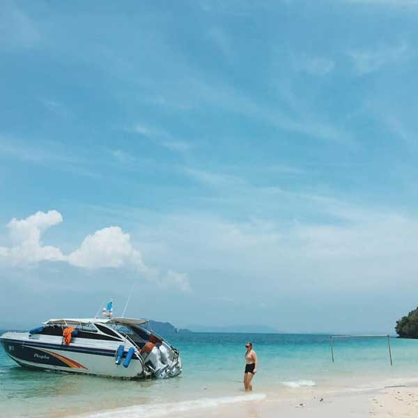 Full-day-trip-Phi-Phi-Island-Deluxe-Plus-Gold-6-Islands -by-speedboat2