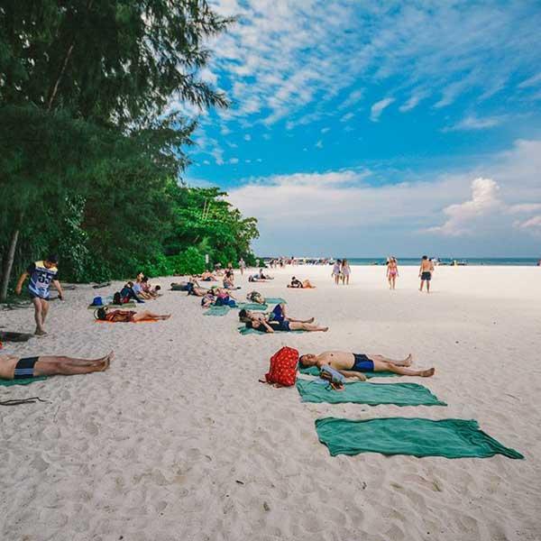 Krabi-Premium-Day-Trip-Phi-Phi-Island-Bamboo-Island-speedboat