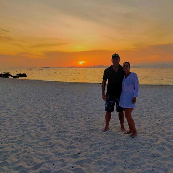 day-trip-phuket-sunset-romantic-phi-phi-islands