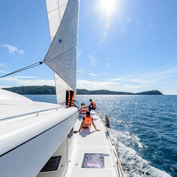full-day-trip-maiton-island-by-sailing-catamaran-2