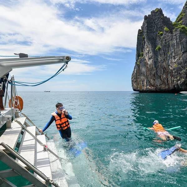 full-day-trip-premium-phi-phi-island-khai-island-by-catamaran-6
