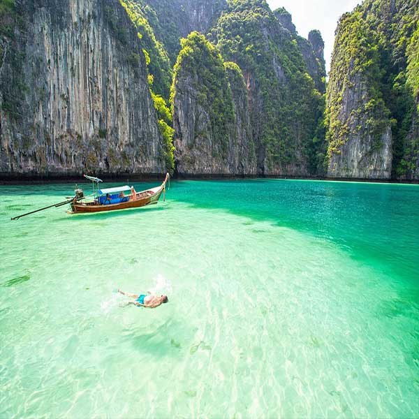 half-day-trip-phi-phi-island-maya-bay-monkey-beach-phuket-speedboat-2