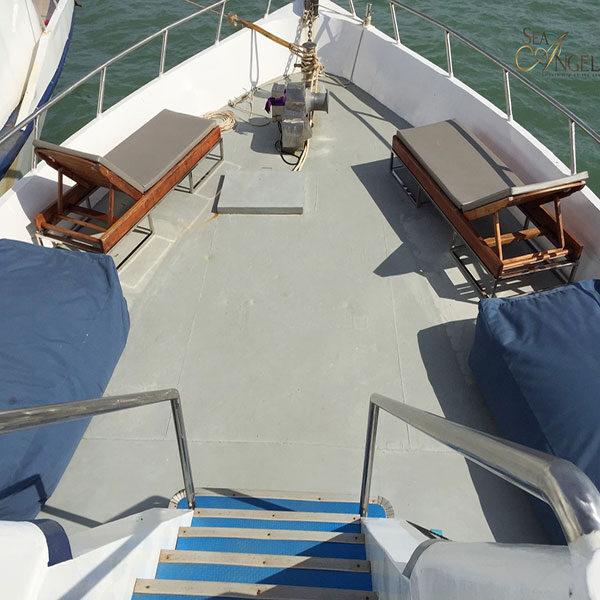 premium-big-boat-jame-bond-island