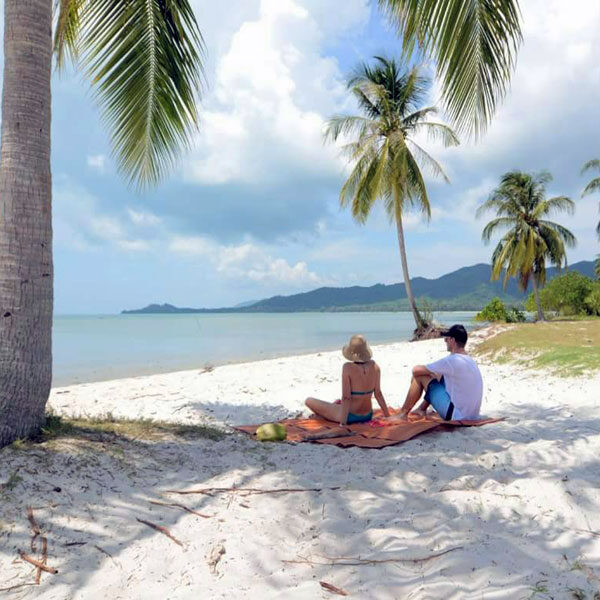premium-comfortable-catamaran-tour-krabi-hong-island