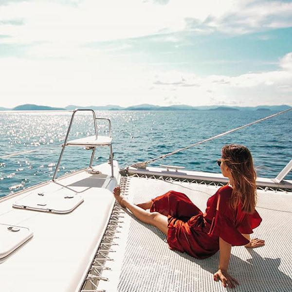 sailing-catamaran-full-day-maiton-island