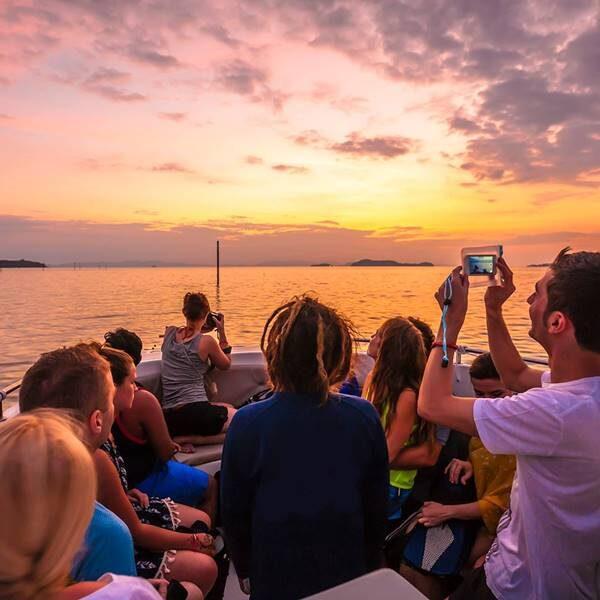 sunrise-trip-phi-phi-island-bamboo-island-by-speedboat-6