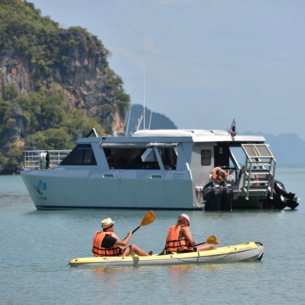 tour-phuket-comfortable-catamaran-boat