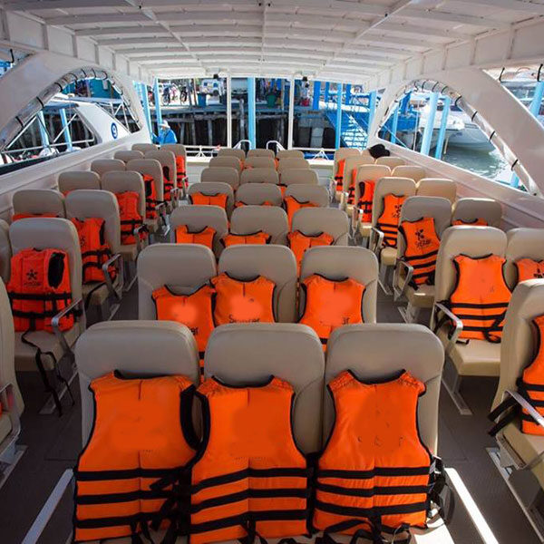 catamaran-comfortable-boat-tour-rok-island