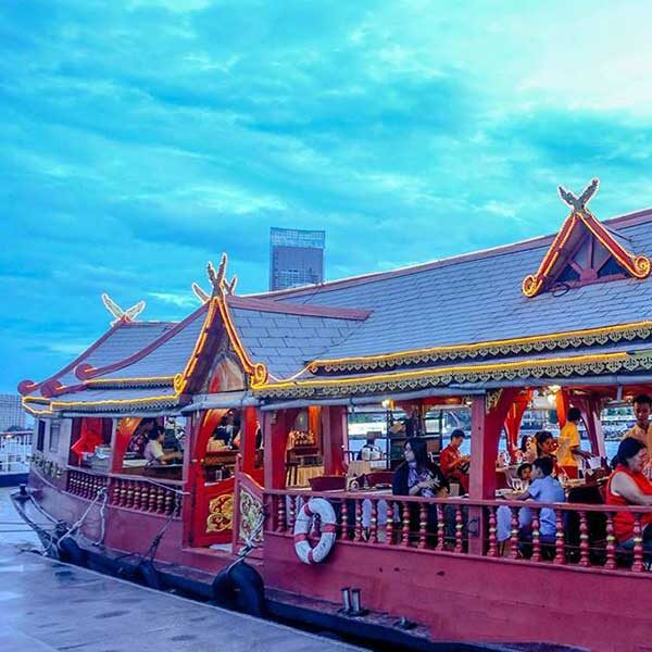 Luxury-Thai-Style-Wan-Fah-Dinner-Cruise-Bangkok