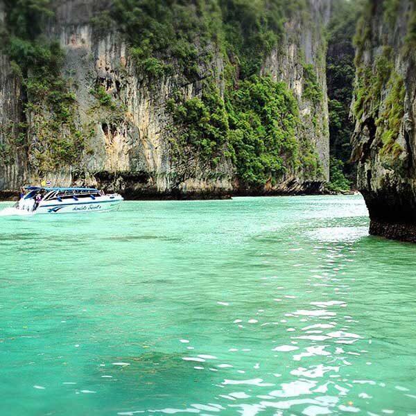 Krabi-Premium-Day-Trip-Phi-Phi-Island-Bamboo-Island-by-speedboat-5