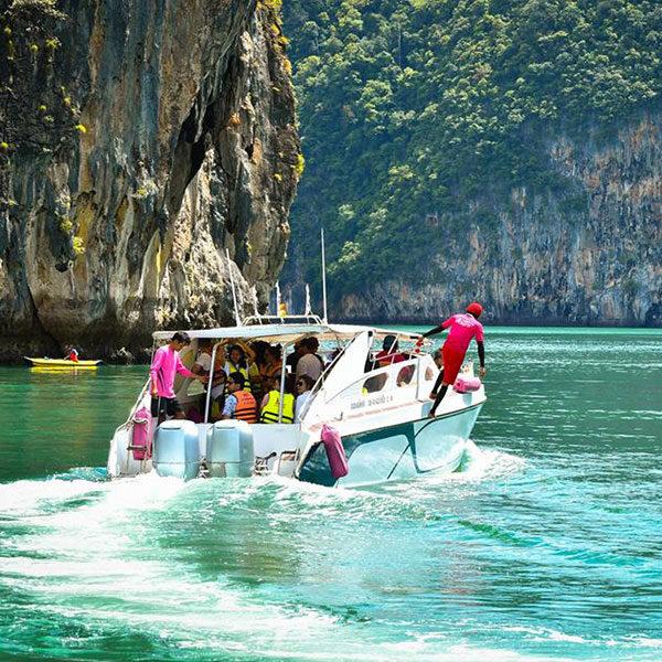 low-budget-james-bond-island-tour-speedboat